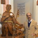 La Statua Raffigurante San Rocco con il suo creatore il maestro Franco Casoni